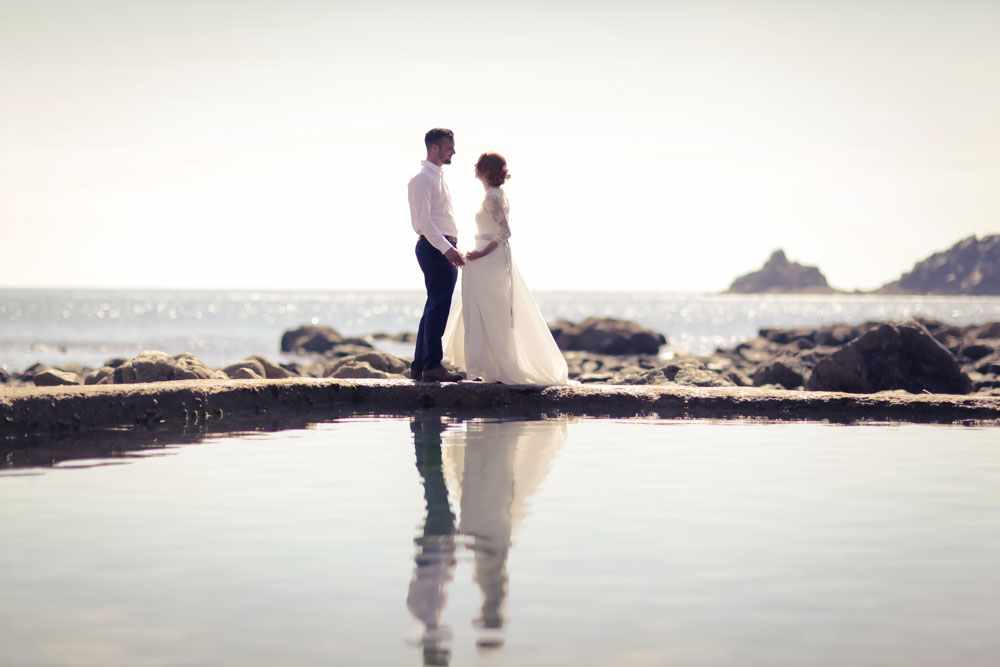 Elopement in Cornwall, a couple next to a tidal pool