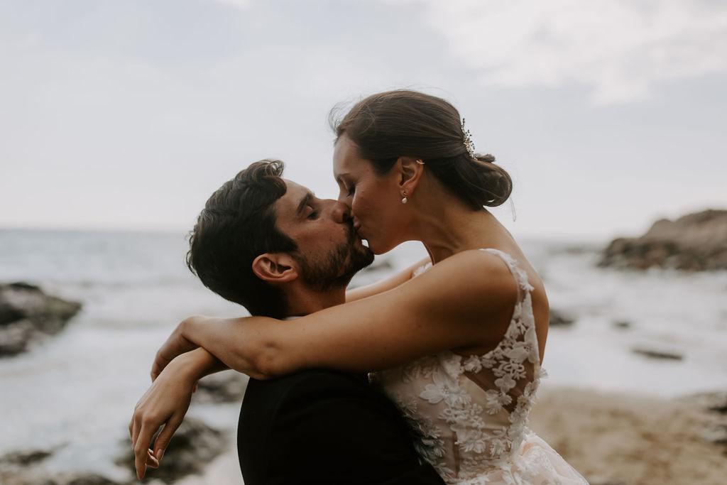 beachside kiss at elopement wedding in cornwall
